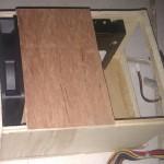 Le rack à disques durs en cours de fabrication. Les trous des vis ne sont pas encore présents.