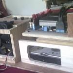 Second rack à disque dur. Il rentre sous la carte mère, et comporte une ouverture en face du ventilateur.