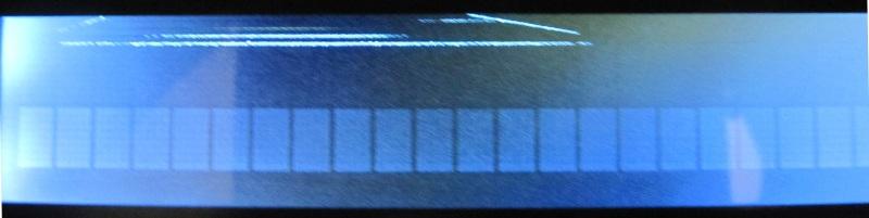 écran lcd 40x2, face avant, montrant un artefact apparaissant si l'on appuie légèrement sur l'écran