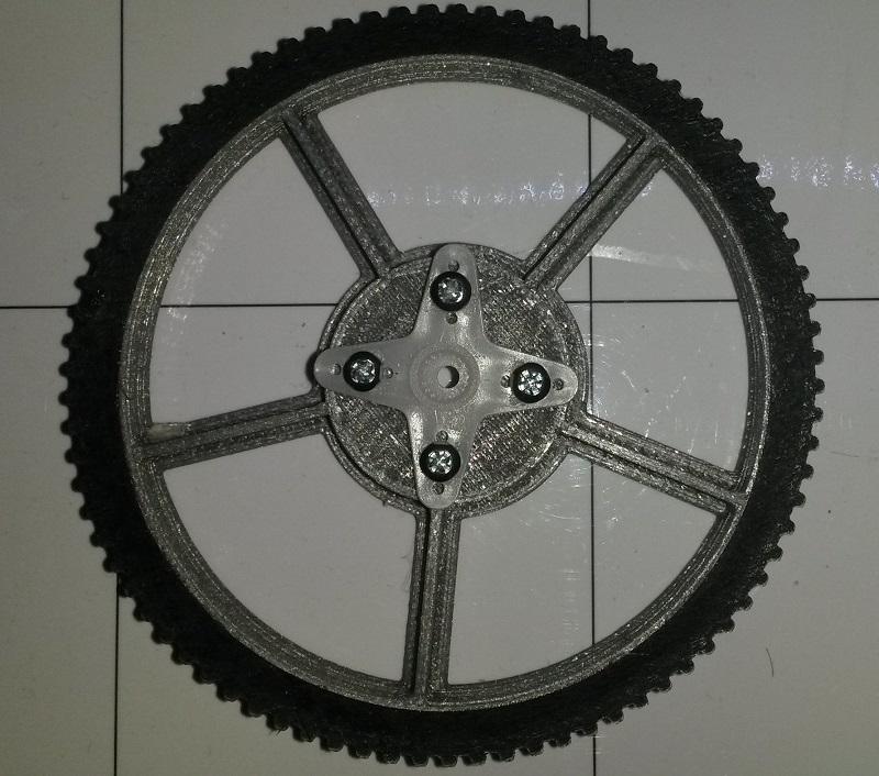 Roue de R.Ian avec pneu et fixation de servomoteur.