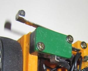 Gros plan sur le capteur de contact gauche de R.Hasika