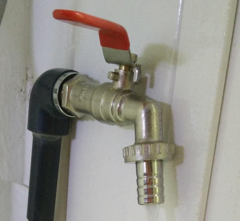 robinet sur l'arrivée d'eau de la fishroom