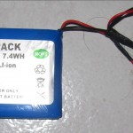 batterie lithium ion de 2000mAh utilisée, avec le chargeur USB Adafruit..